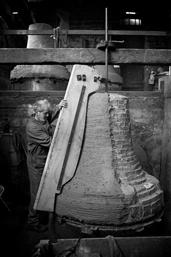 Những người đúc chuông đồng mới của nhà thờ Đức Bà Paris - Nguồn: ảnh của Notre Dame de Paris