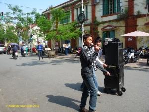 Jeune chanteur à Hai Phong - Photo Mathilde Tuyet Tran 2012