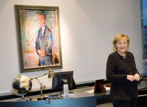 Le chancelier Angela Merkel (CDU) dans son bureau à Berlin, 2009. Source: Steffen Kugler dpa