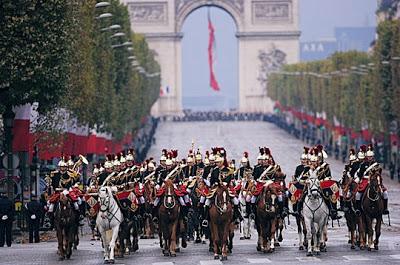Photo: Source Garde Republicaine (sur les Champs-Élysées au 14.07