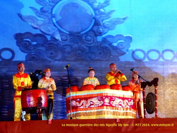 Võ nhạc Biình Định - La région de Binh Dinh est réputée pour les traditions guerrières, la musique et les rythmes stimulants les actions les combats.  Photo: MTT 2014