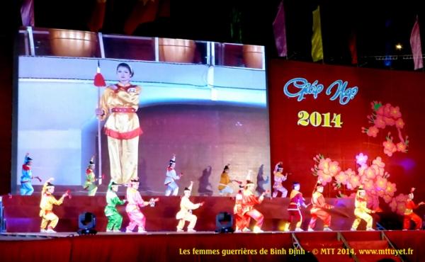Ai về Bình Định mà coi, con gái Bình Định múa roi đi quyền !  Les femmes de Binh Dinh plus dangereuses qu'un homme au combat ! Photo: MTT 2014