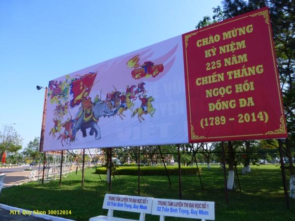 Bình Định là quê hương của vị anh hùng Quang Trung Nguyễn Huệ. Lễ hội kỷ niệm chiến thắng đại phá quân nhà Thanh ở Đống Đa, Ngọc Hồi (Thăng Long) vào mồng 4 và mồng 5 Tết ở Tây Sơn. Photo: MTT 2014