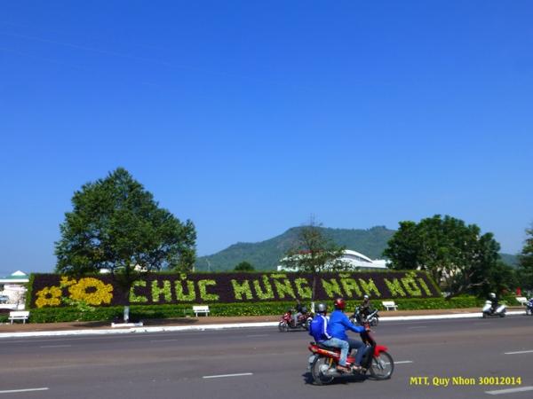 Thành phố biển Quy Nhơn đã sẵn sàng đón Tết. Photo: MTT 2014