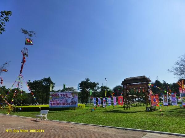 Hội thi hát bài chòi truyền thống của Bình Định. Photo: MTT 2014