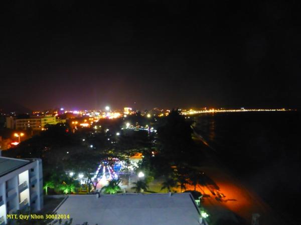 Quy Nhơn là một biển ánh sáng đêm Giao Thừa - La ville en lumière de fête ! Photo: MTT 2014