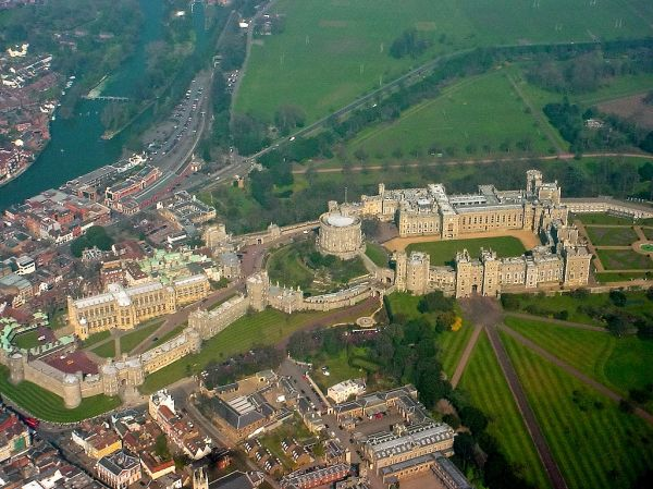 1024px-Windsor_Castle_from_the_air