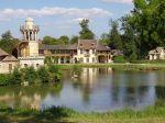 1024px-Marie_Antoinette_amusement_at_Versailles