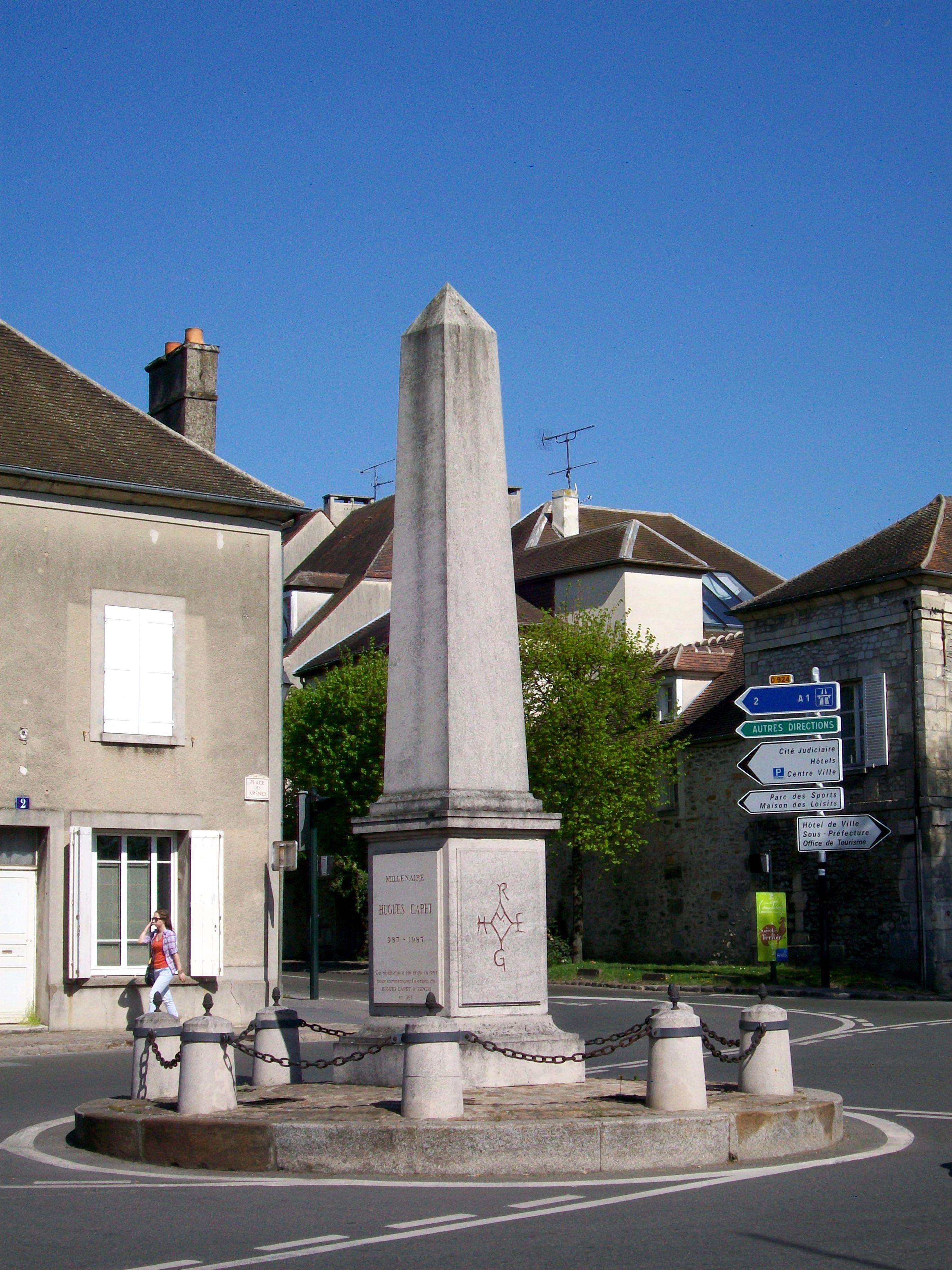Senlis_(Oise),_carrefour_de_l'Obélisque