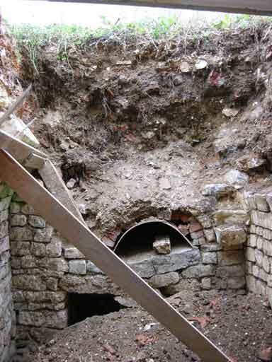 Khoảng cách từ mặt đất xuống lò đào chưa xong
